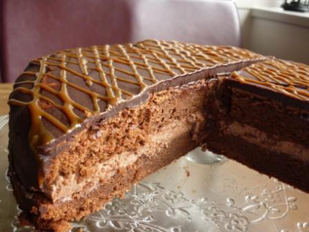 Torenhoge chocolade taart