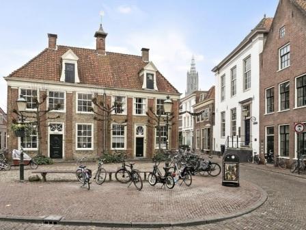 VOC houses